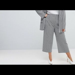 ASOS CURVE Houndstooth culottes . Size US 14 plus.